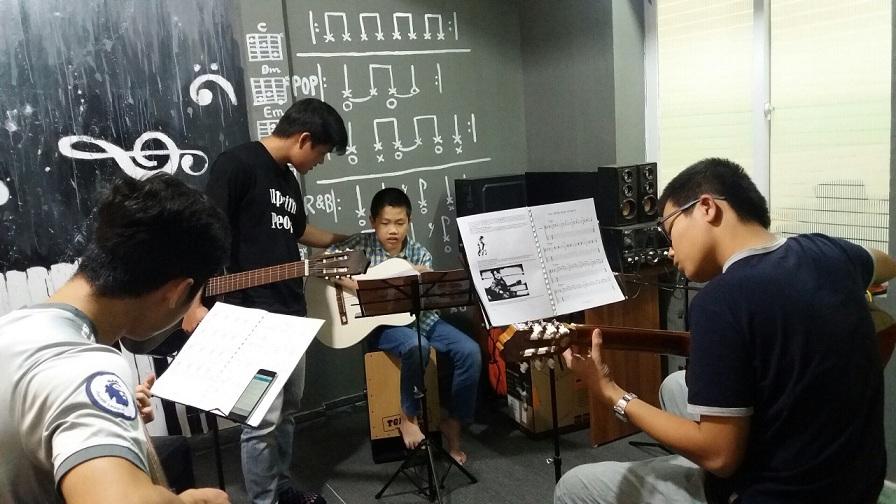 Khóa học guitar giá rẻ chất lượng tại hà nội