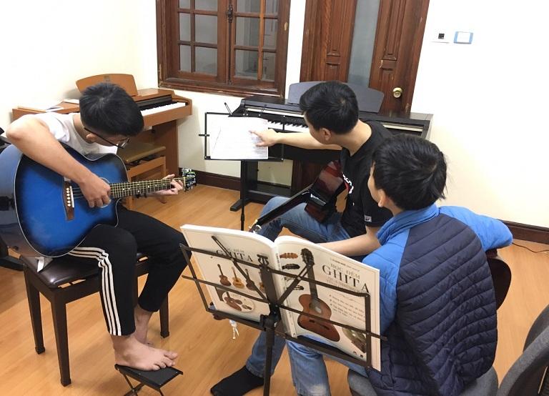 lớp học guitar chất lượng tại Hà nội